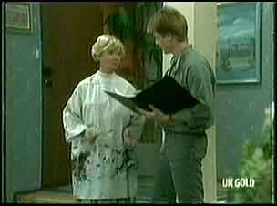 Helen Daniels, Clive Gibbons in Neighbours Episode 0177