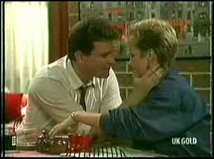Des Clarke, Daphne Clarke in Neighbours Episode 0177