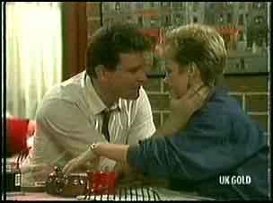 Des Clarke, Daphne Lawrence in Neighbours Episode 0177