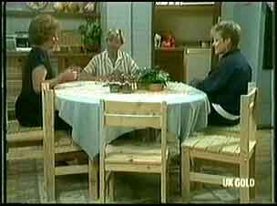 Madge Mitchell, Helen Daniels, Daphne Lawrence in Neighbours Episode 0177