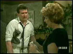 Des Clarke, Madge Mitchell in Neighbours Episode 0177