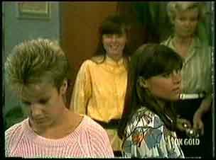 Daphne Lawrence, Nikki Dennison, Zoe Davis, Helen Daniels in Neighbours Episode 0181