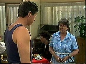 Joe Mangel, Edith Chubb in Neighbours Episode 0888