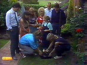 Des Clarke, Kerry Bishop, Bronwyn Davies, Henry Ramsay, Sharon Davies, Katie Landers, Jim Robinson, Joe Mangel, Nick Pag in Neighbours Episode 0895