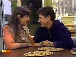 Kerry Bishop, Joe Mangel in Neighbours Episode 0895