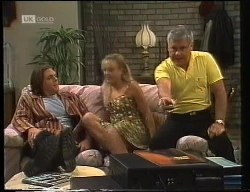 Cameron Hudson, Lauren Turner, Lou Carpenter in Neighbours Episode 1891