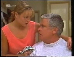 Lauren Turner, Lou Carpenter in Neighbours Episode 1891
