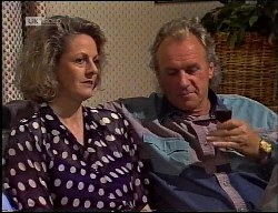 Fiona Hartman, Jim Robinson in Neighbours Episode 1900