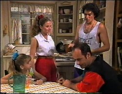 Hannah Martin, Julie Martin, Arnie, Philip Martin in Neighbours Episode 1900