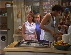 Julie Martin, Debbie Martin, Arnie, Hannah Martin in Neighbours Episode 1900