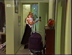 Phoebe Bright, Hope Gottlieb in Neighbours Episode 1921