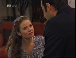 Julie Robinson, Philip Martin in Neighbours Episode 1921