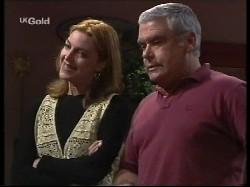 Linda Carpenter, Lou Carpenter in Neighbours Episode 2530
