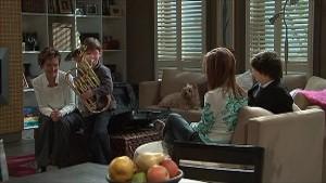 Susan Kennedy, Ben Kirk, Audrey, Rachel Kinski, Zeke Kinski in Neighbours Episode 5341
