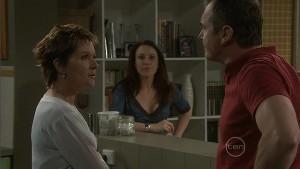 Susan Kennedy, Libby Kennedy, Karl Kennedy in Neighbours Episode 5396
