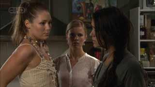 Sienna Cammeniti, Elle Robinson, Carmella Cammeniti in Neighbours Episode 5499