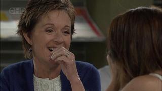 Susan Kennedy, Libby Kennedy in Neighbours Episode 5501