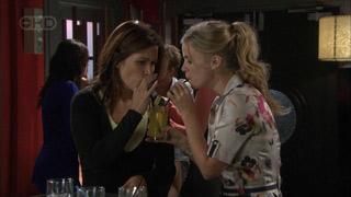 Rebecca Napier, Elle Robinson in Neighbours Episode 5502