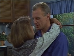 Beverly Robinson, Jim Robinson in Neighbours Episode 0668