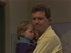 Jamie Clarke, Des Clarke in Neighbours Episode 0891