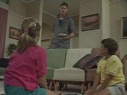 Katie Landers, Joe Mangel, Toby Mangel in Neighbours Episode 0925
