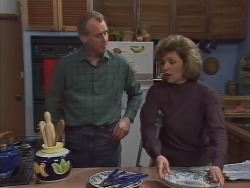Jim Robinson, Beverly Marshall in Neighbours Episode 1041