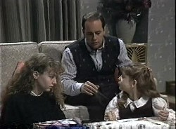 Debbie Martin, Philip Martin, Hannah Martin in Neighbours Episode 1727