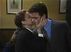 Julie Martin, Paul Robinson in Neighbours Episode 1727