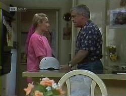 Lauren Turner, Lou Carpenter in Neighbours Episode 1855
