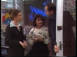 Gaby Willis, Pam Willis, Philip Martin in Neighbours Episode 1996