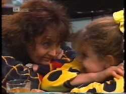 Pam Willis, Hannah Martin in Neighbours Episode 1996