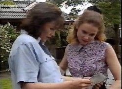 Pam Willis, Julie Robinson in Neighbours Episode 2069