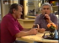 Doug Willis, Lou Carpenter in Neighbours Episode 2069