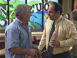 Lou Carpenter, Philip Martin in Neighbours Episode 3284