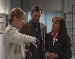 Ruth Wilkinson, Karl Kennedy, Susan Kennedy in Neighbours Episode 3418
