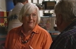 Rosie Hoyland, Lou Carpenter in Neighbours Episode 4063