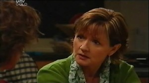 Lyn Scully, Susan Kennedy in Neighbours Episode 4634