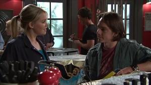 Janae Hoyland, Darren Stark in Neighbours Episode 5358
