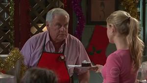 Lou Carpenter, Elle Robinson in Neighbours Episode 5360