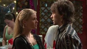 Elle Robinson, Riley Parker in Neighbours Episode 5363