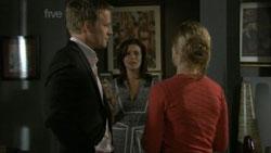Oliver Barnes, Rebecca Napier, Elle Robinson in Neighbours Episode 5436