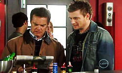 Paul Robinson, Pete Ferguson in Neighbours Episode 5536