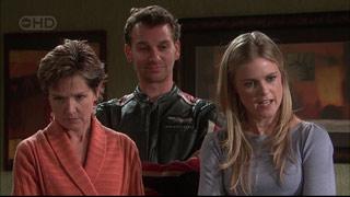 Susan Kennedy, Lucas Fitzgerald, Elle Robinson in Neighbours Episode 5565