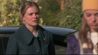 Elle Robinson, Donna Freedman in Neighbours Episode 5567