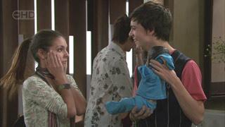 Rachel Kinski, Zeke Kinski in Neighbours Episode 5571