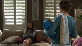 Rachel Kinski, Susan Kennedy in Neighbours Episode 5572