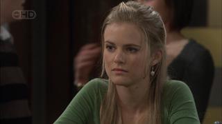 Elle Robinson in Neighbours Episode 5573