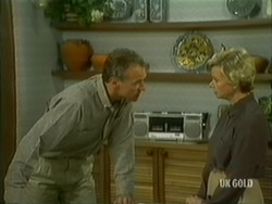 Jim Robinson, Helen Daniels in Neighbours Episode 0182