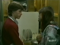 Mike Young, Zoe Davis in Neighbours Episode 0183