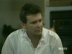 Des Clarke in Neighbours Episode 0184